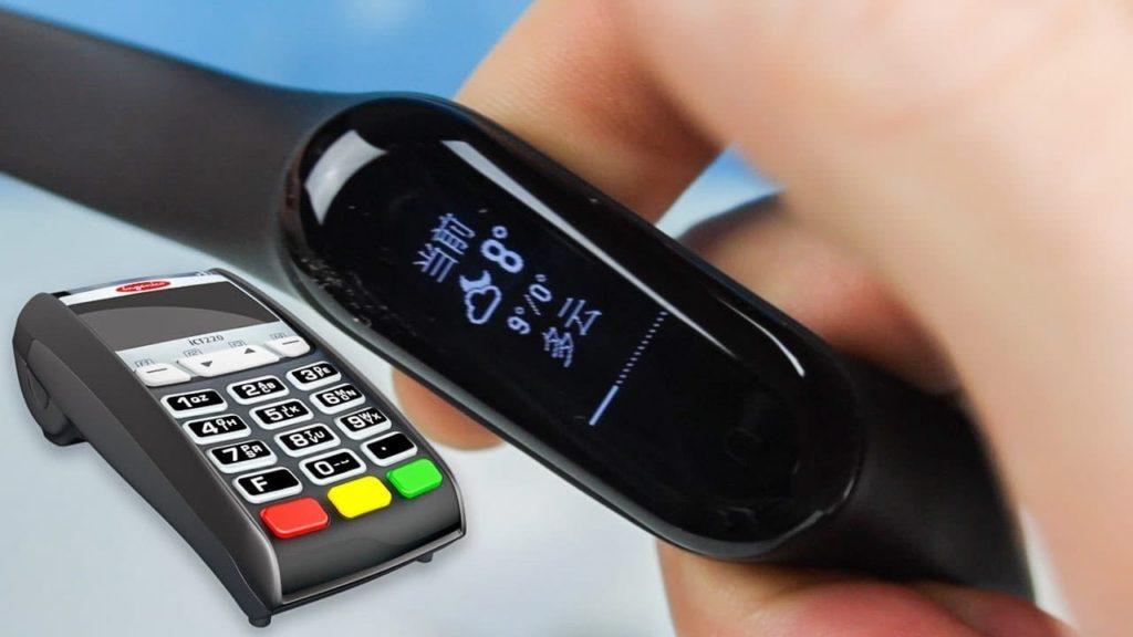 Фитнес браслет с NFC для оплаты в России
